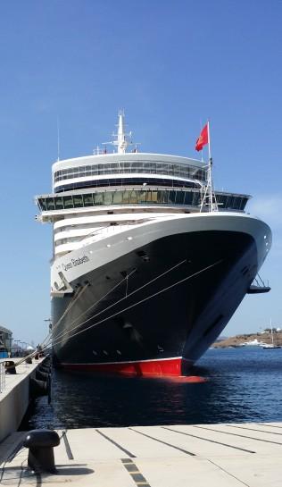 Queen Elizabeth, Napoli  Foto: Cruise.no