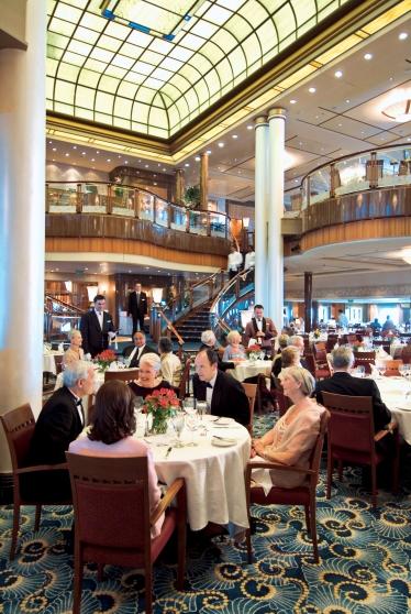 QM2_Britannia_Restaurant_07