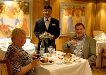 Kristin, Knut og vår servitør på club restauranten